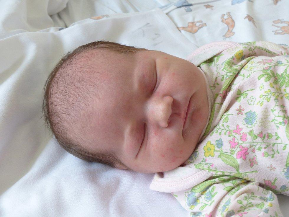 Lucie Kamínková se narodila 26. dubna 2021 v kolínské porodnici, vážila 3920 g a měřila 50 cm. Ve Velimi se z ní těší sourozenci David (5), Ema (2.5) a rodiče Lucie a David.