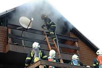 Mohutný požár v Mukařově, u něhož zasahovali také kolínští hasiči