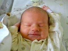 Ema Uhrová se podívala na maminku Evu a tatínka Jiřího 28. září 2014. Po porodu měřila 47 centimetrů a vážila 2765 gramů. Pyšní rodiče si svou prvorozenou odvezli domů do Uhlířských Janovic.