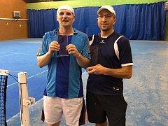 Závěrečný turnaj vyhrál Tomáš Rovenský (vpravo), který ve finále porazil Jana Bicana.