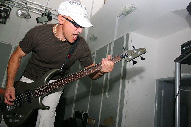 V klubu Staré lázně zahrála v pátek 4. červenceznámá kolínské kapela Blue Bucks