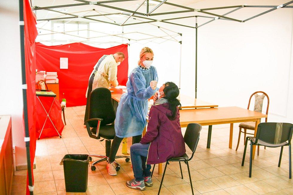 Testovací centrum v Kolíně.