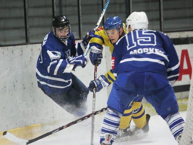 Z utkání druhé hokejové ligy Kolín - Jindřichův Hradec (2:4).