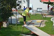 Minigolfového turnaje se mohli účastnit děti i dospělí.