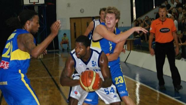 Z utkání Mattoni NBL BC Kolín - Ústí nad Labem (93:64).
