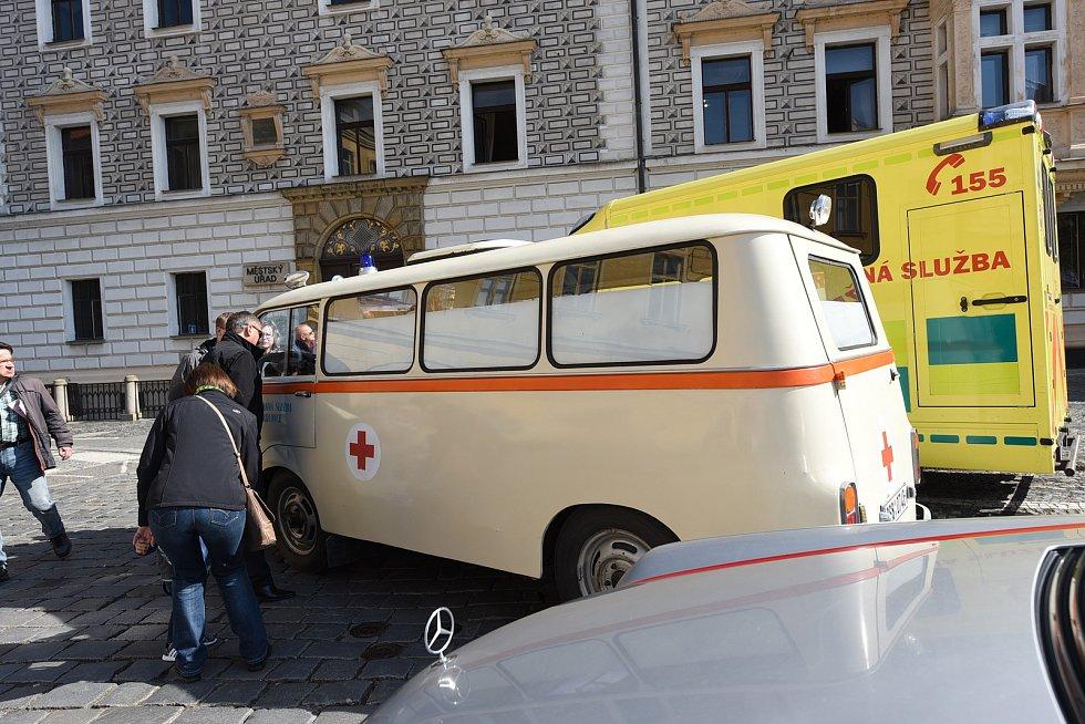 Den záchranářů na Karlově náměstí v Kolíně.