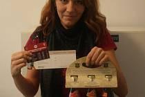 První kolo vyhrála Ilona Kunešová, která získala permanentku na utkání fotbalistů FK Kolín, karton piv značky Rohozec a poukaz na cvičení SlimBelly.