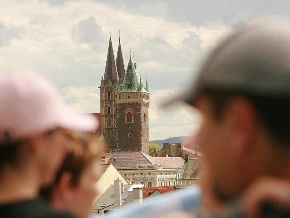 Pohled na chrám sv. Bartoloměje z Práchovny v Kolíně.