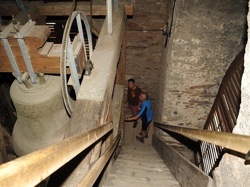 Ve zvonici chrámu sv. Bartoloměje v Kolíně.