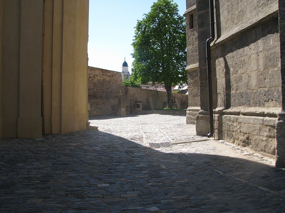 Slunečný den na parkánech u sv. Bartoloměje