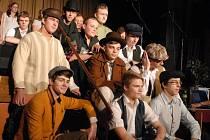 Gymnazisté nacvičili divadelní představení