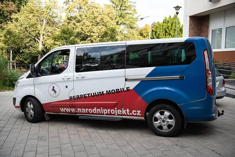 Speciální jízdní kolo pro handicapované děti si lze vyžádat v půjčovně kompenzačních pomůcek na poliklinice v Kolíně.