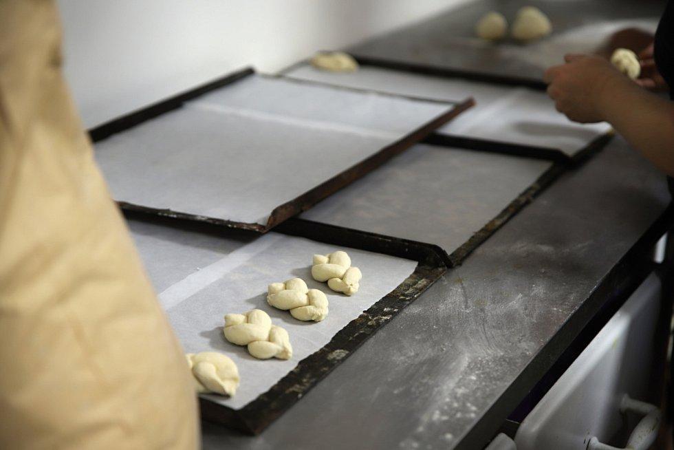 Z pečení chleba ve Štolmíři.
