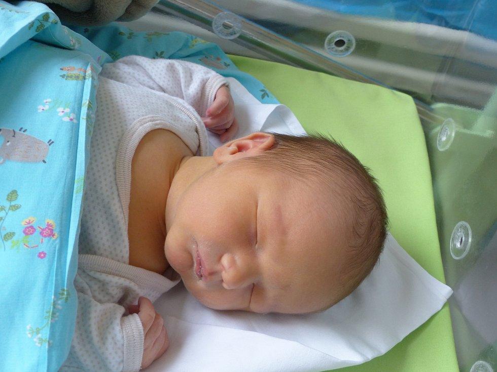 Tobiáš Výborný se narodil 28. listopadu 2020 v kolínské porodnici, vážil 3740 g a měřil 51 cm. Do Polních Voděrad si ho odvezl bráška Štěpánek  (3) a rodiče Markéta a Michal.