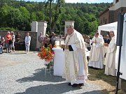 Žehnání novému zvonu a jeho osazování do kostela sv. Jakuba ve Stříbrné Skalici - Rovné
