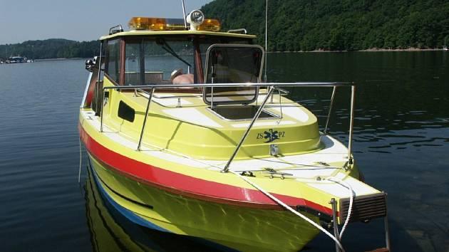 Člunu vodní záchranné služby ze Slap.
