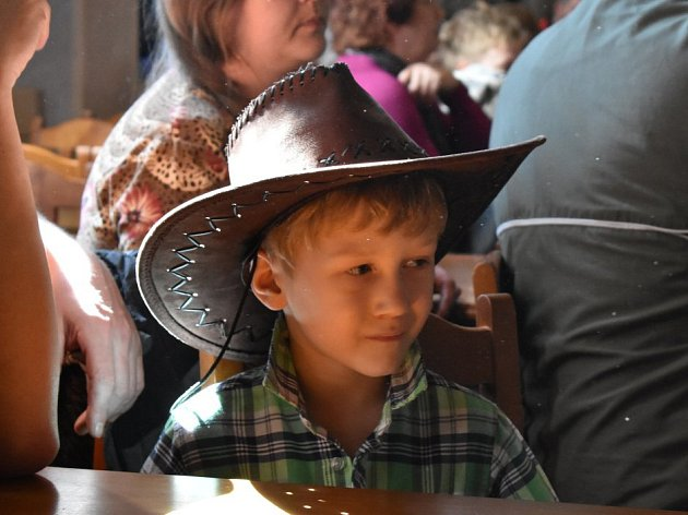 Malí kovbojové, princové, princezny a lesní víly si užívali karneval.