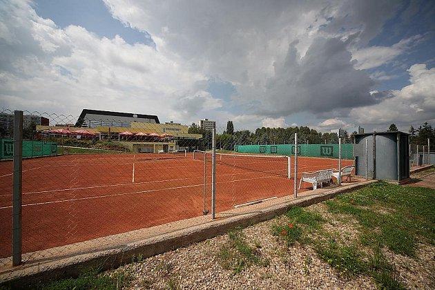 I tenisové hřiště by mělo být po výstavbě multifunkční sportovní haly minulostí.