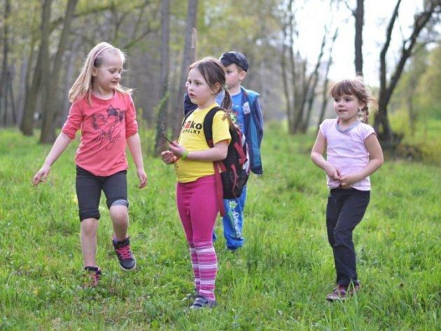 Děti místo vyrábění poznávaly přírodu