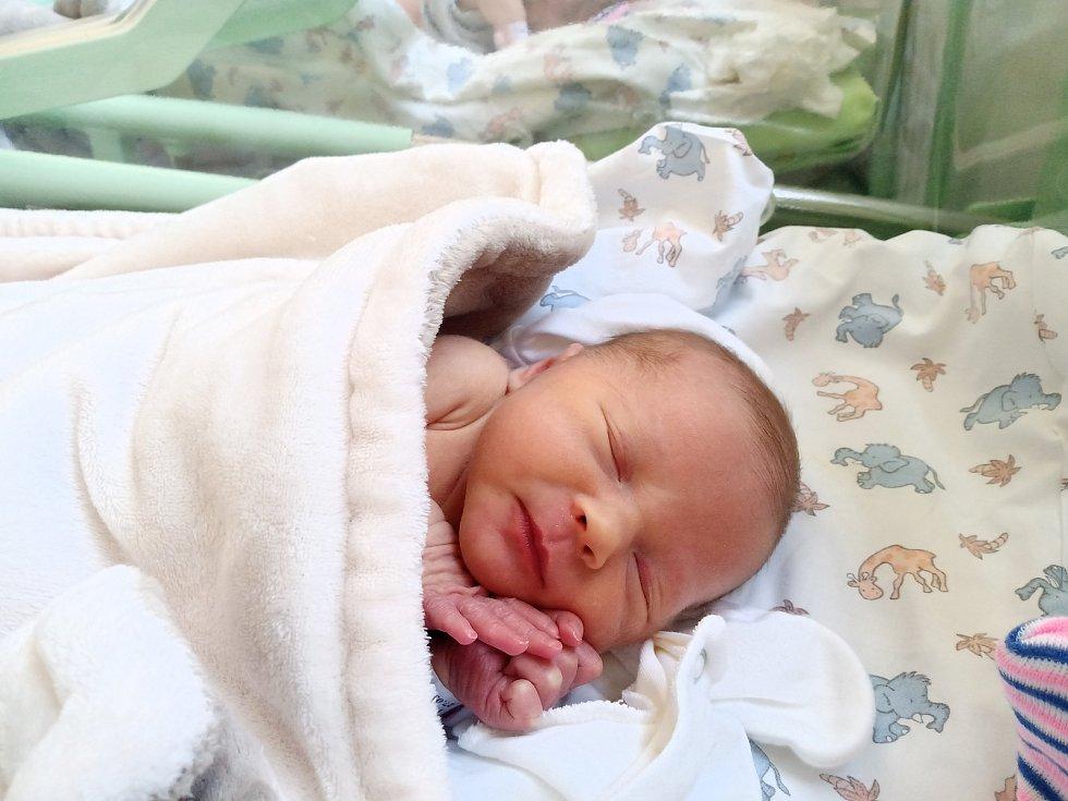 Veronika Ružinská se narodila 27. března 2021 v kolínské porodnici, měřila 47 cm a vážila 2440 g. V Libici nad Cidlinou ji přivítal bráška Štěpán (4.5) a rodiče Veronika a Miloš.