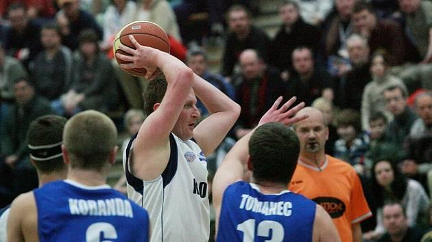 Z utkání Mattoni NBL Kolín - Ústí n. L. (98:66).