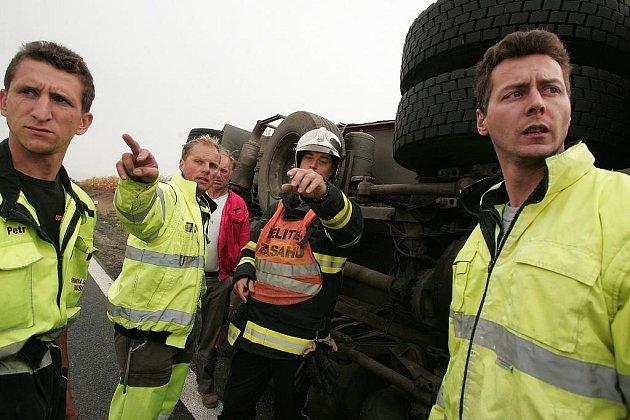 Převrácený kamion za Kolínem