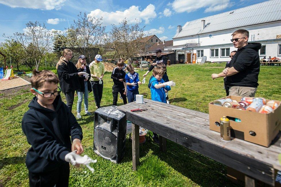 Děti, které jsou potencionálními predátory pro nové omítky, nehlídané kouty a spoustu dalších míst, mají teď ve Velkém Oseku prostor, kde můžou trénovat.