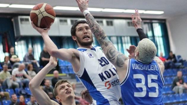 Z utkání nadstavbové části BC Geosan Kolín - USK Praha (83:92).