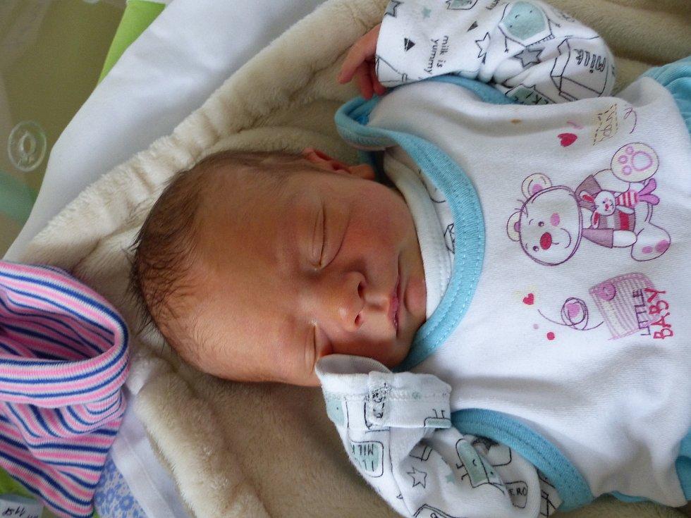 Jakub Chloupý se narodil 13. listopadu 2020 v kolínské porodnici, vážil 2580 g a měřil 47 cm. V Konojedech ho přivítal bráška Adam (3) a rodiče Radka a Milan.