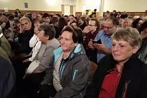 Turisté navštívili vystoupení ochotnického souboru z Paběnic.