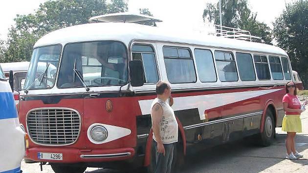 Na kolínském autobusovém nádraží byla k vidění historická vozidla.