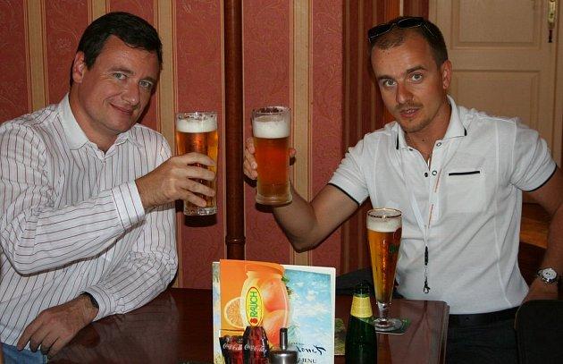 David Rath a Marek Semerád v jedné z kolínských kaváren