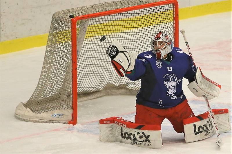 Hokejové utkání mezi týmy SC Kolín a Rytíři Kladno se hrálo 6. ledna 2021. Štěpán Lukeš, posila Kozlů z Hradce