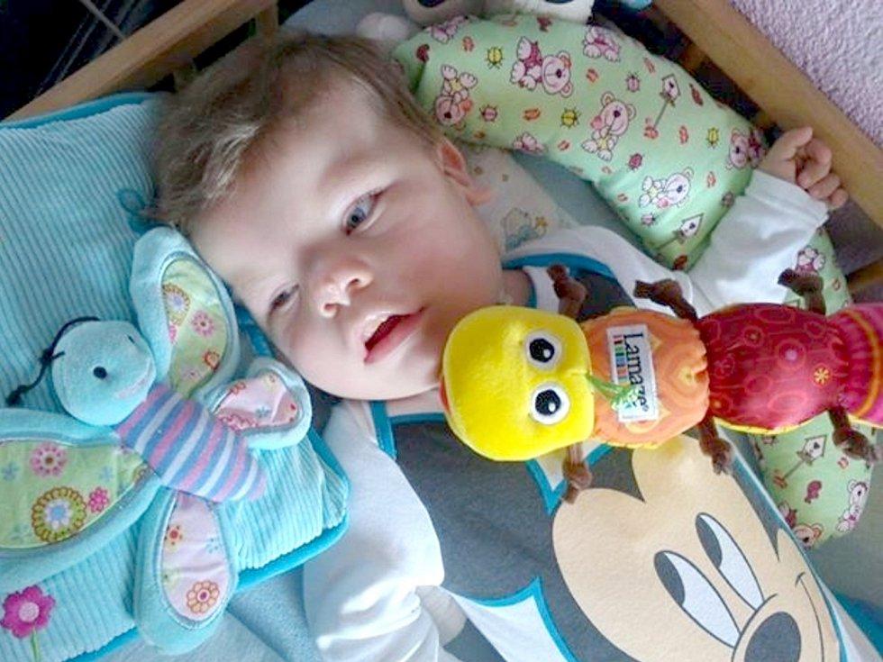 Malý Maxim má zdravotní potíže již od narození