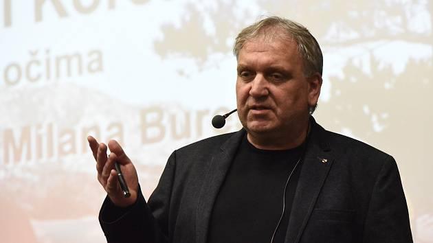 Milan Bureš povyprávěl svým posluchačům ve velkém sále Městského společenského domu v Kolíně o neskutečné cestě do Severní Korei.