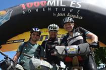 Jan Hába (uprostřed) má za sebou nejtěžší závod v životě. Za necelých dvanáct dnů ujel 1000 mil.