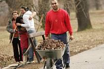 Romové zaměstnaní občanským sdružením Prostor a úřadem práce