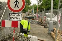 Úpravy okolí polikliniky v Kolíně.