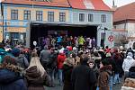 Kostelecké náměstí zaplnily adventní trhy.