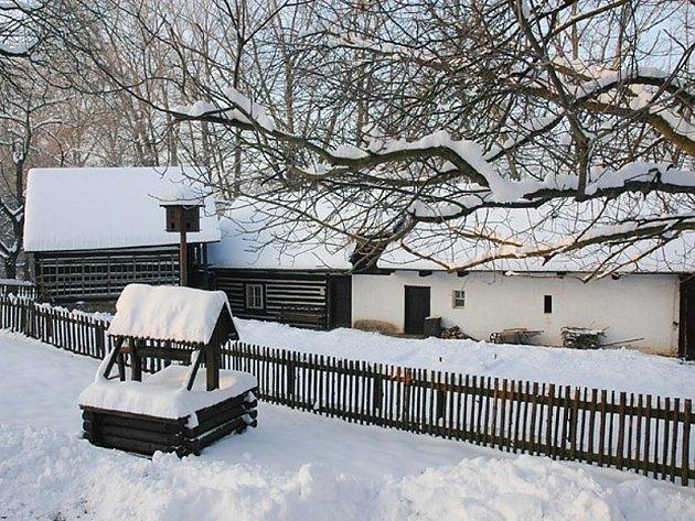 Zvlášť pod sněhem má skanzen neopakovatelné kouzlo.