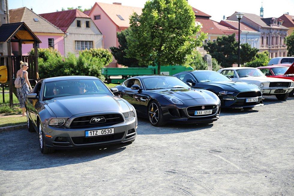 V Kostelci se setkali milovníci aut.
