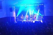 Legendární sál probudilo rockové vítání jara