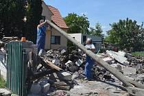 Trosky domu, který zničil výbuch