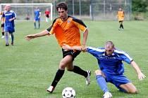 Fotbal proti pražské Slavii B bolel. Jeden z hráčů, kteří tvrdou hru soupeře přečkali, byl Roman Tlučhoř (vpravo).
