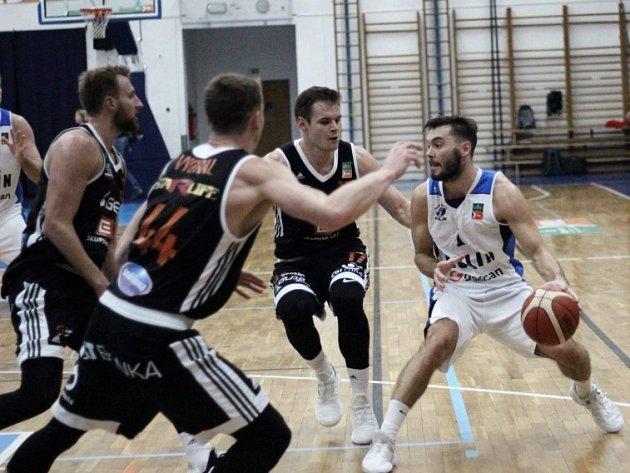 Z utkání NBL BC Geosan Kolín - Nymburk (95:116).