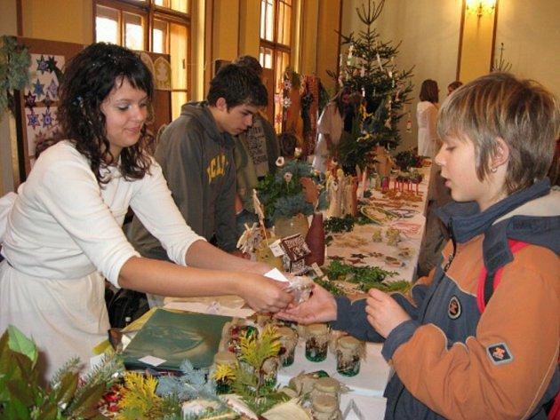 Prodejní vánoční výstava ZŠ M. Šolleho v KouřimiProdejní vánoční výstava ZŠ M. Šolleho v Kouřimi