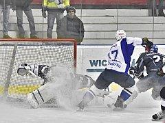 Hokejisté Kolína porazili v posledním domácím zápase základní části Tábor 5:0.