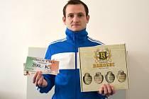 Jiří Pospíchal získal karton piv značky Rohozec,  poukázku na cvičení Slim Belly a poukázku v hodnotě 200,-Kč do Týny. Cenu za vítěze převzal kamarád Tomáš Vávra.