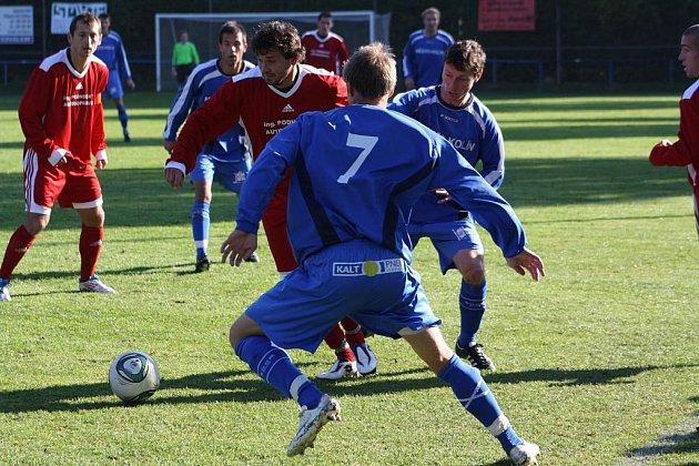 Z utkání Převýšov - FK Kolín (2:0).