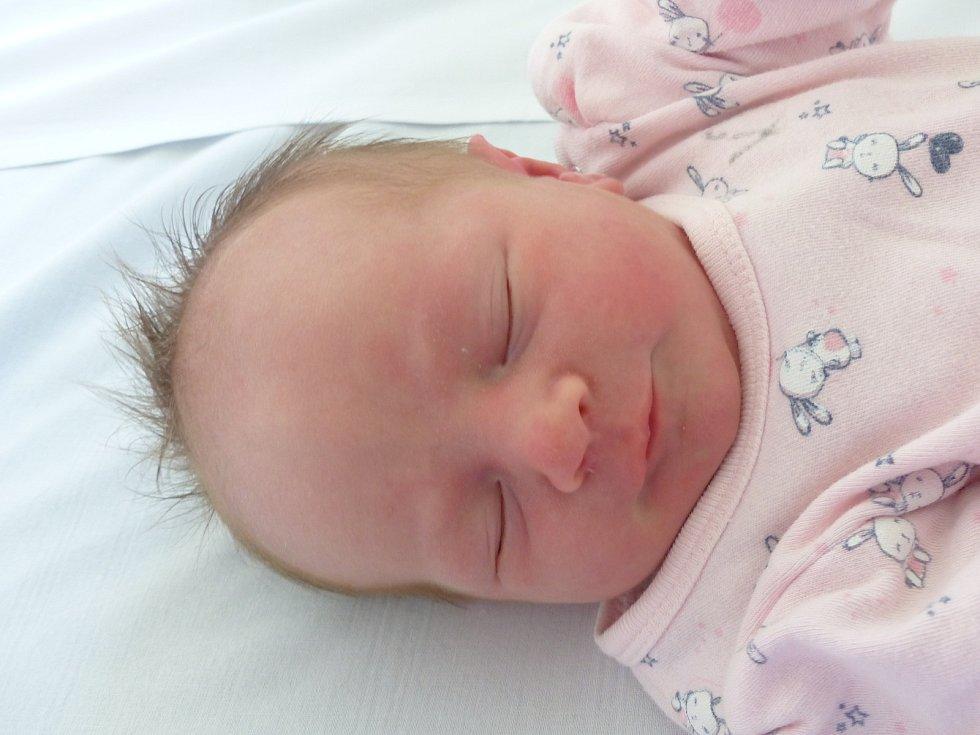 Ema Hálová se narodila 14. července 2021 v kolínské porodnici, vážila 2980 g a měřila 48 cm. V Běrunicích bude vyrůstat s maminkou Petrou a tatínkem Petrem.